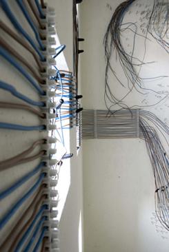 Petuniastraat 10ab-12ab, portiekinstallatie 'Potential Earth, Leontine Hefting